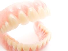 破損、紛失の際も安心の入れ歯保証